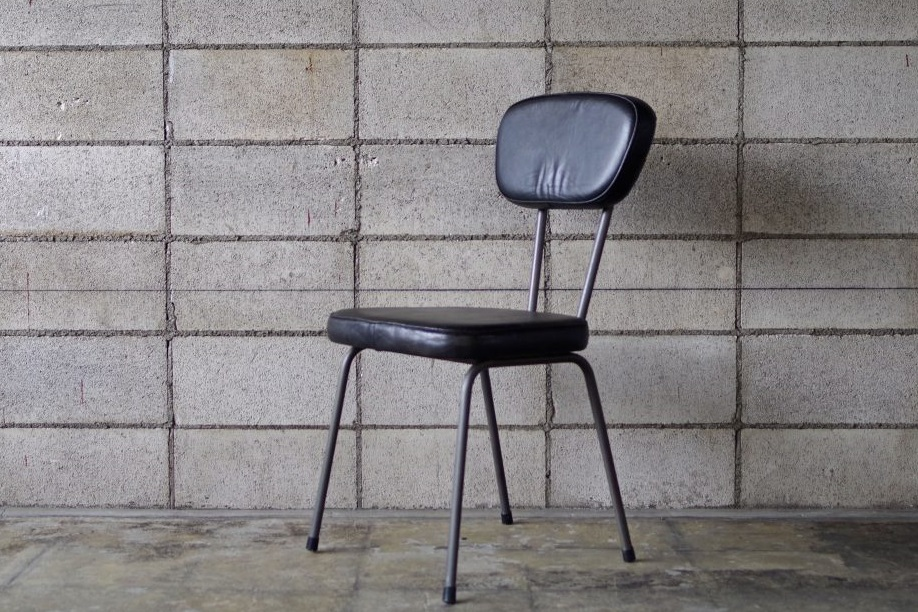 AN LEATHER CHAIR BLACK